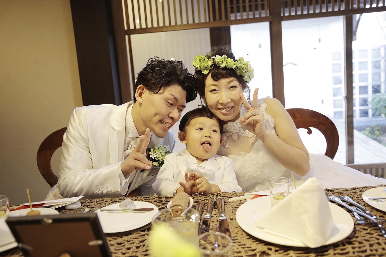 家族愛が深まる和やかなパーティー